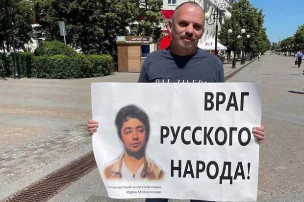 Вину не признал даже в суде: Оскорбившему русских комику пришлось расплачиваться