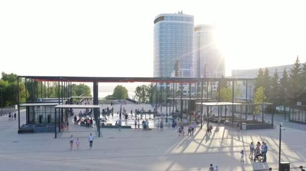 Новый круглый фонтан на Центральной площади Ижевска «зацвёл»