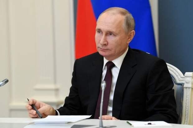 Путин поздравил граждан РФ с Днем защитника Отечества