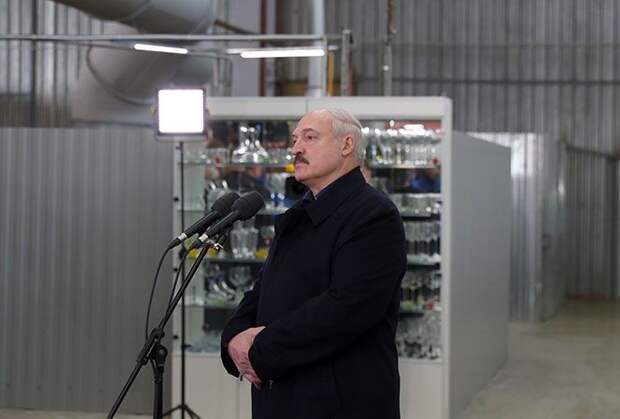 Александр Лукашенко на встрече с трудовым коллективом стеклозавода «Неман» пересказал мнение министра иностранных дел о российских тестах