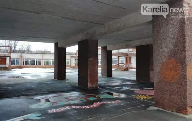 Школы Петрозаводска проверяют на безопасность после трагедии в Казани
