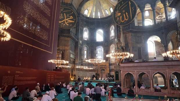 Молитвы и пустые мечети. Ураза-байрам омрачился страшными событиями