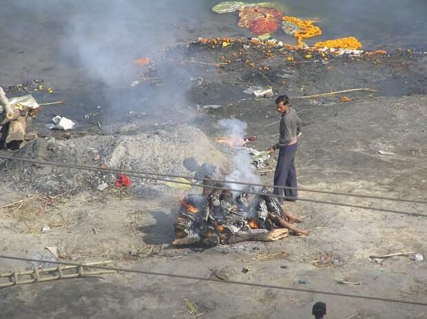 Не для слабонервных: 12 запрещенных снимков священного города Варанаси.