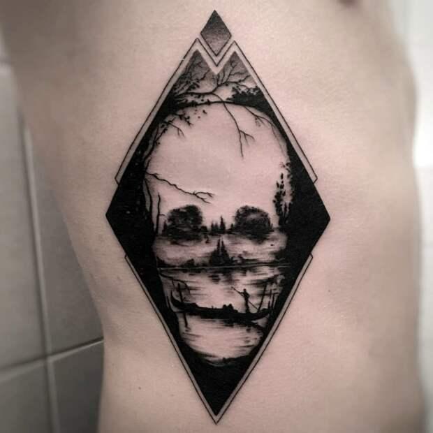 Сложная и многозначительная татуировка.