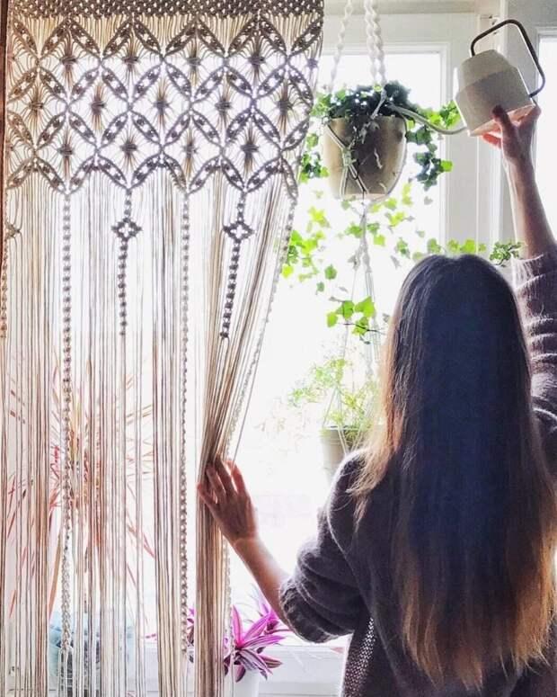 От занавесок до мебели: 13 простых и изысканных вариантов макраме-декора