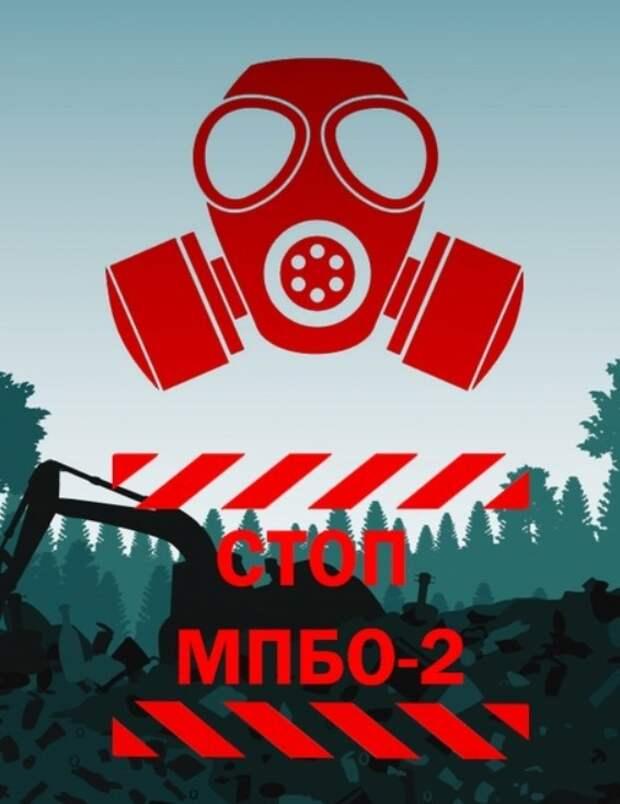 Возмущенные петербуржцы делают плакаты против МПБО-2