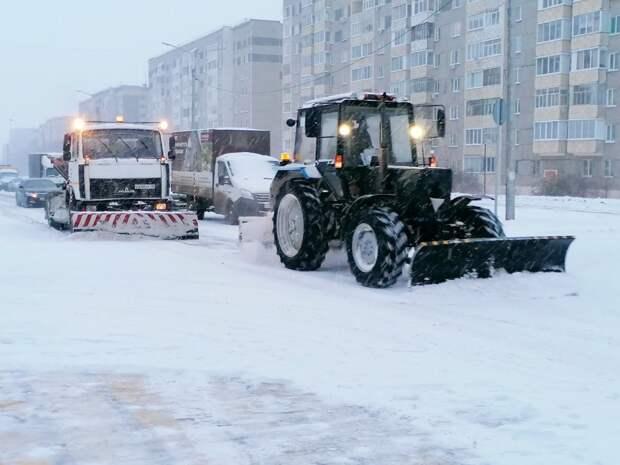 89 единиц техники очищают улицы Ижевска от снега