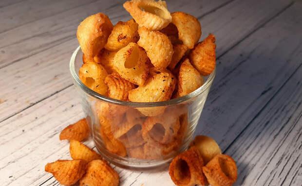 Макароны больше не варим гарниром, а делаем из них чипсы. Хрустят словно картофель