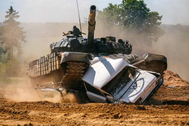 VESTI: под Херсоном танк Т-72 раздавил 8 американских военных