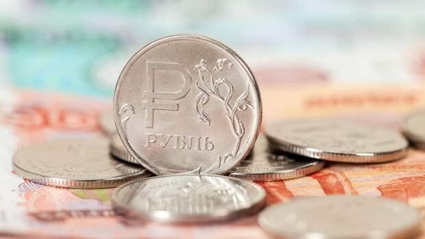 Инвестор указал на хороший для рубля фактор в летний сезон