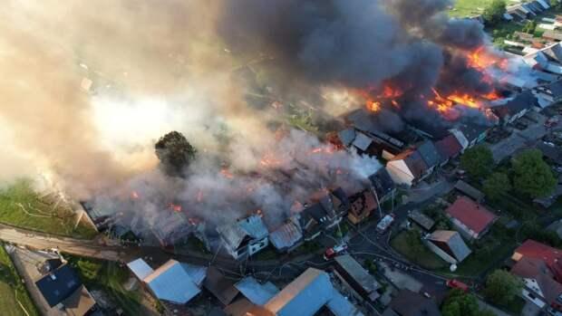 Взрыв солнечной панели на крыше дома: огонь уничтожил четверть деревни