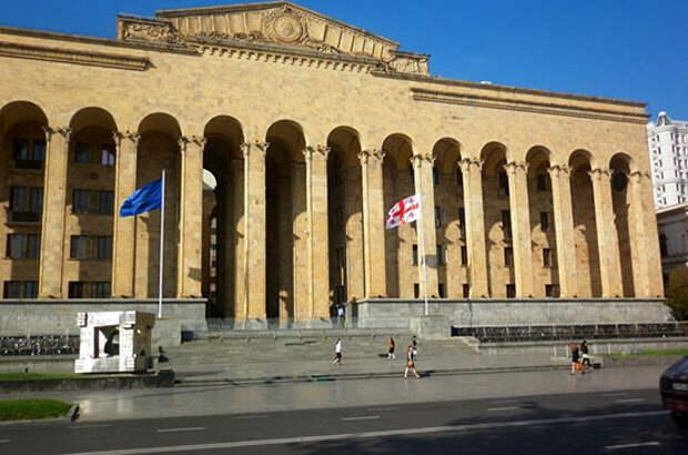 Заседание парламента Грузии сорвано из-за неизвестной жидкости