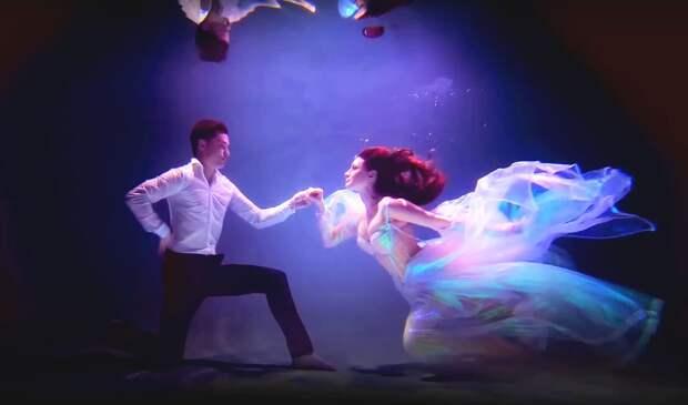 Анастасия Макеева показала кадры со своей «подводной свадьбы»