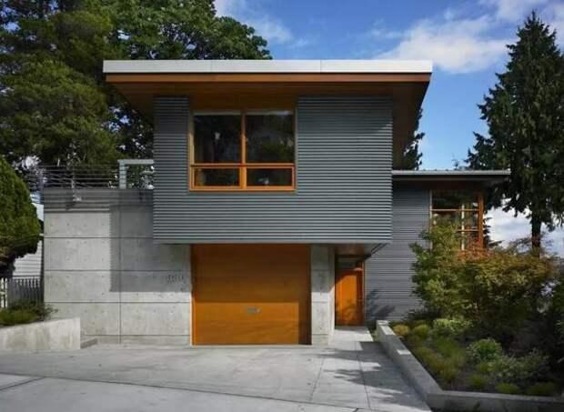 Фасад, отделанный профнастилом и панелями ЦСП. Фото с сайта remontbp.com
