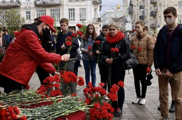 В Казани простились с учительницей, заслонившей школьников при стрельбе
