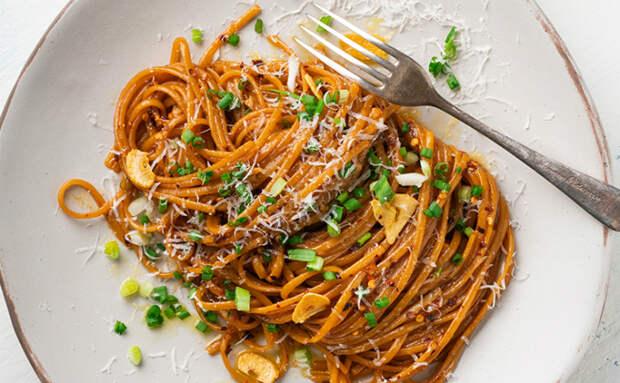 Готовим пасту по совету итальянки: сначала варим, а потом обжариваем в чесночном масле и начинка уже не нужна