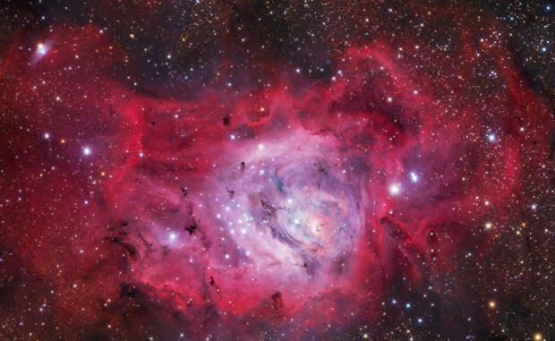 Туманность Небула Новые звезды образуются в облаках туманности M8, расположенной в 5 000 световых лет от Земли.