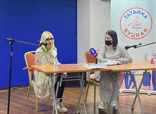 Татьяна Буцкая и телеведущая Ганичкина провели мастер-класс по садоводству