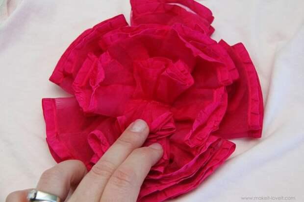 картика как украсить футболку цветком из ткани
