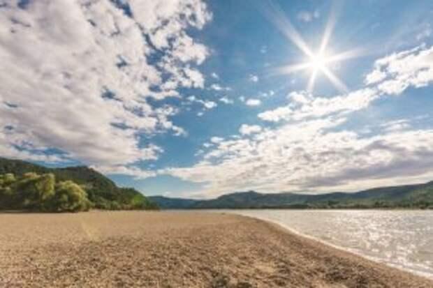 Купальный сезон открыли на четырёх городских пляжах