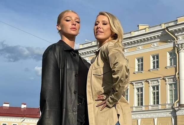Ивлеева поцеловала Собчак прямо на сцене