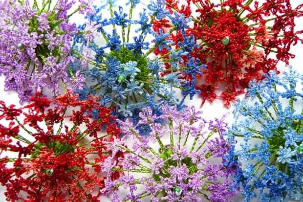 http://20l3mn1zmx9s4a5tc319h94dzc4.wpengine.netdna-cdn.com/wp-content/uploads/2013/11/Textile-Artist-Anne-Honeyman-Bloom-brooches.jpg