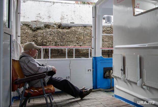 Виды Перми, пенсионер, дедушка, туалет, водный транспорт