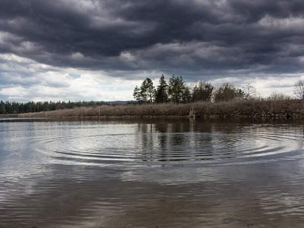 Дети чуть не утонули из-за столкновения катера с моторкой в Астраханской области