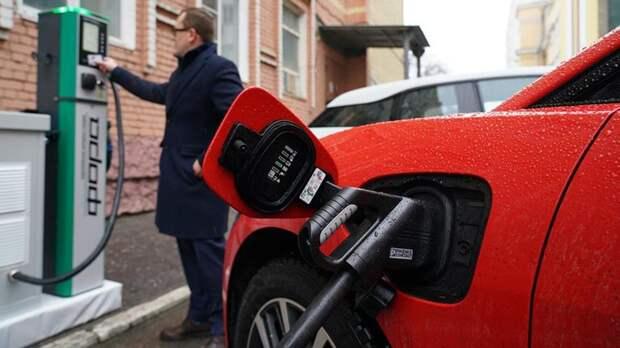 """Владельцам электромобилей в РФ захотели """"подарить"""" бесплатную парковку"""