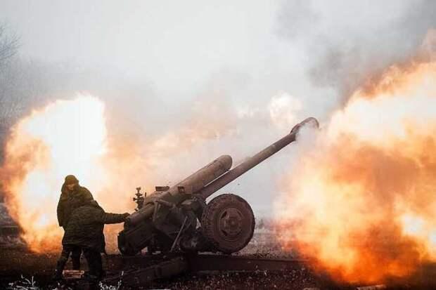 Под Донецком начались военные действия с применением тяжелого вооружения