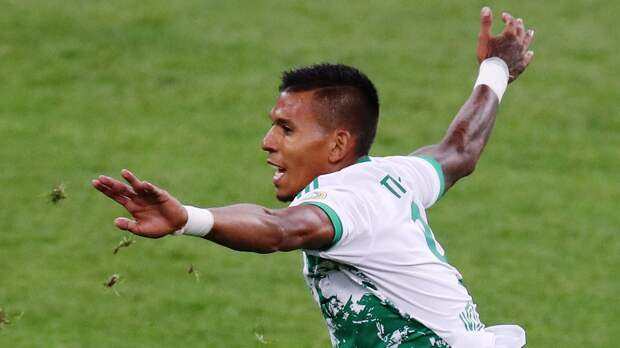 Игрок «Ахмата» Понсе ударил в штангу с пенальти и добил мяч в ворота «Ротора». Гол не засчитали