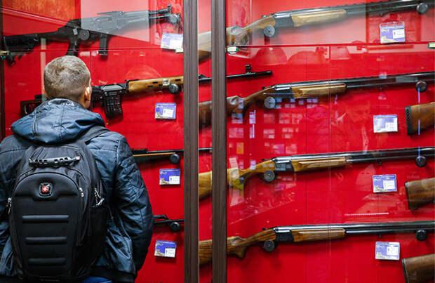 Комитет Госдумы одобрил первые поправки по обороту оружия. Но они не регулируют получение его лицами с неустойчивой психикой
