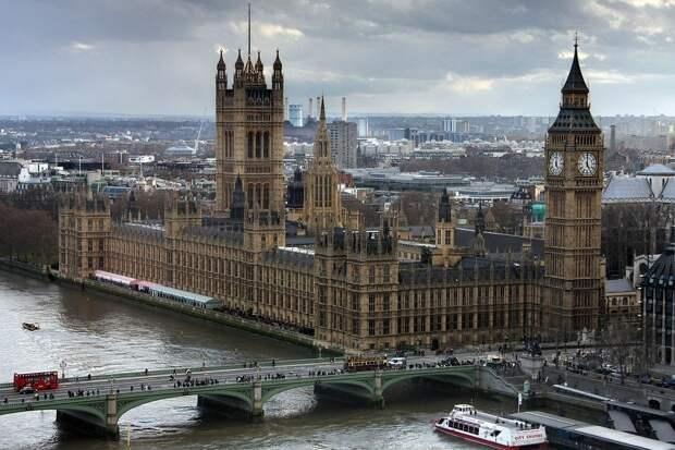 Великобритания повысила меры защиты от «привозного» коронавируса