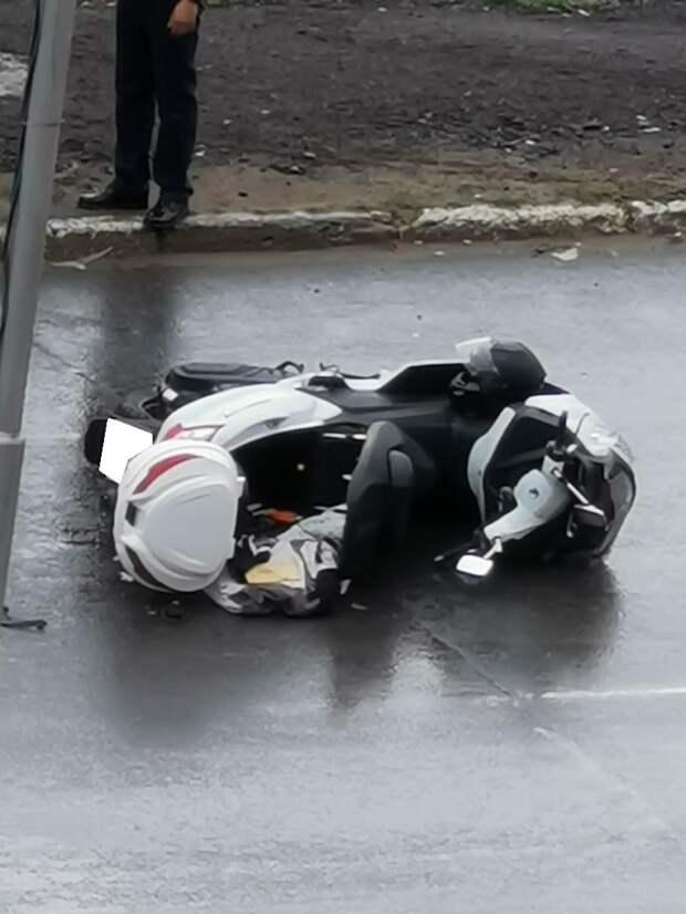 """В Твери мотоциклист получил травмы в столкновении с """"Ладой"""""""