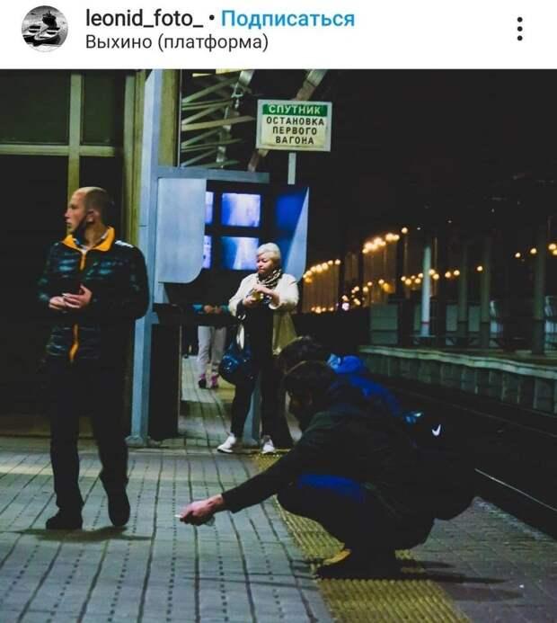 Фото дня: как посидеть на платформе «Выхино»