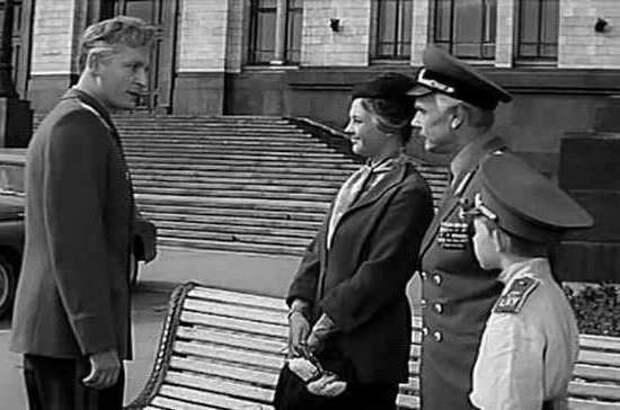 Капризы звезд, пустой зал и другие особенности фильма «Офицеры»