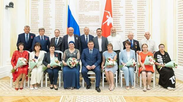 Накануне Дня России губернатор вручил волгоградцам государственные награды