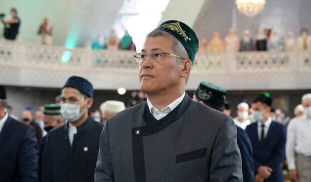 Глава Башкирии поздравил мусульман с праздником Уразы и поблагодарил за добрые дела