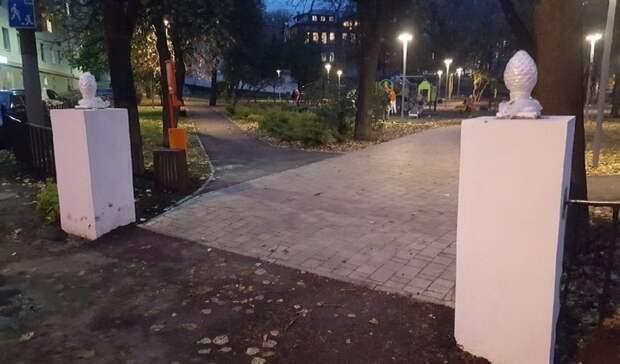 «Как накладбище»: Нижегородцы ужаснулись оградой вКовалихинском сквере