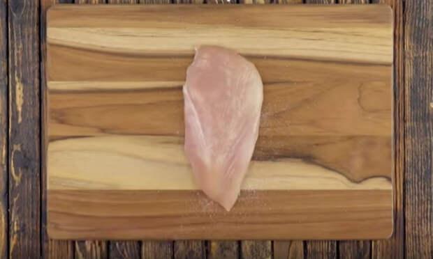 Заворачиваем сыр в курицу и закрываем