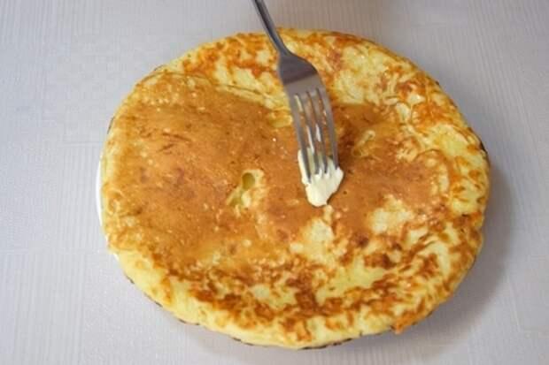 Ленивый хачапури на сковороде за 10 минут. вкусная сырная лепешка на завтрак: фото шаг 6