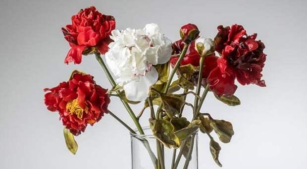 Лилла Табассо создает цветы из стекла