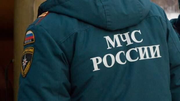 Сход лавины в Якутии заблокировал два автомобиля с людьми