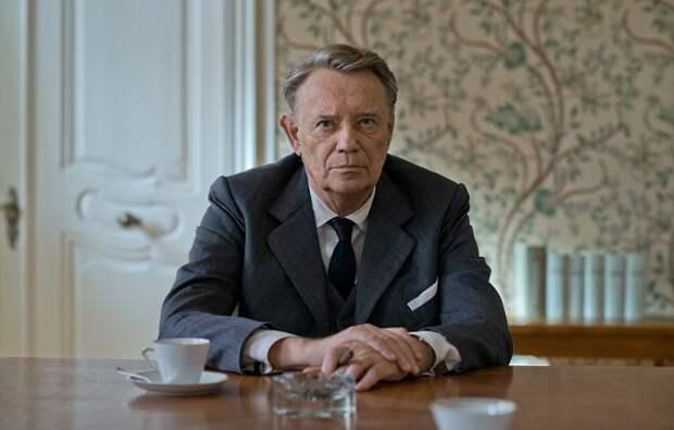 Г. Фосс в роли Ф. Бауэра. Кадр из кинофильма «В лабиринте молчания».