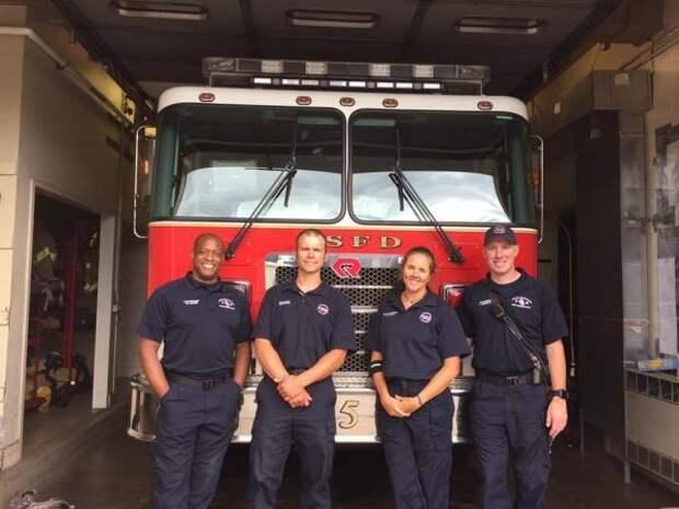 Пожарные были рады, что спасли щенков лабрадора, но оказалось напрасно