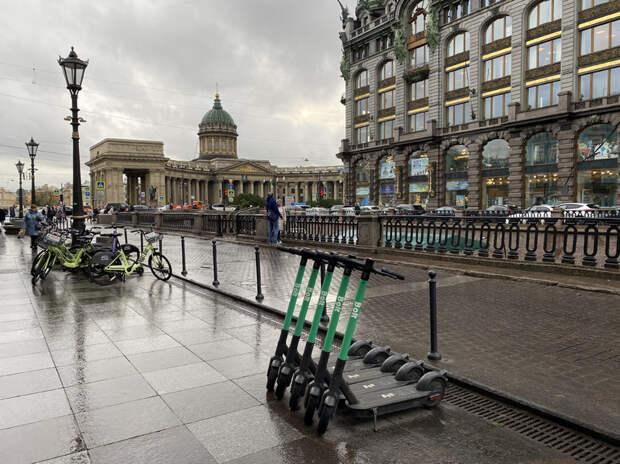 «Ограничения нужны»: петербуржцы поддержали регулирование скорости и парковки электросамокатов