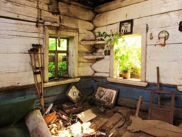 Фотографии в старых домах, как немые свидетели прошлых надежд
