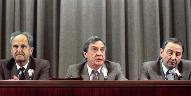 Трое лидеров Августовского путча на пресс-конференции 19 августа 1991 года.