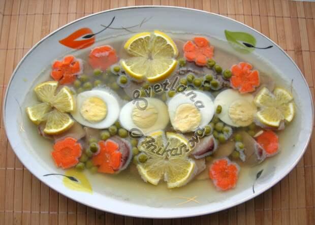 Традиционная новогодняя закуска – Заливное из языка