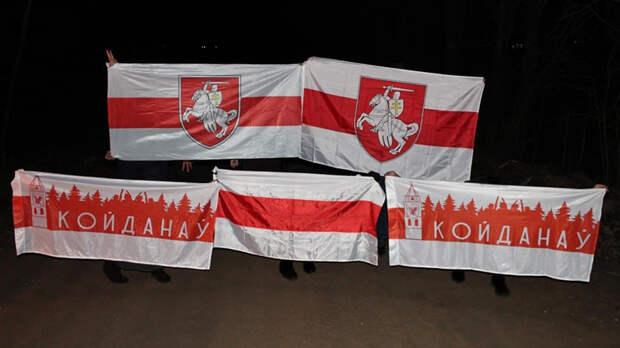 Три пары мужских ног и некрасивые женские: таинственный протест в Белоруссии